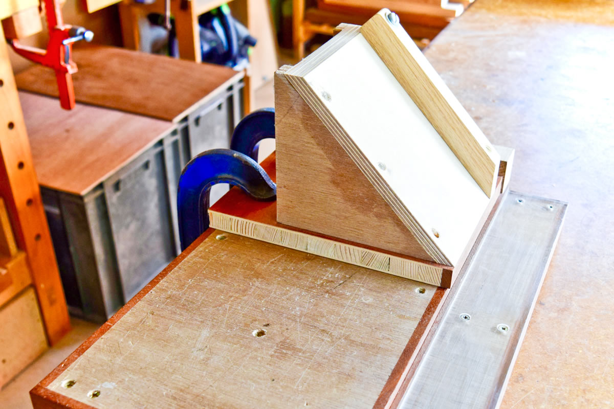 Long mitre attachment for making boxes