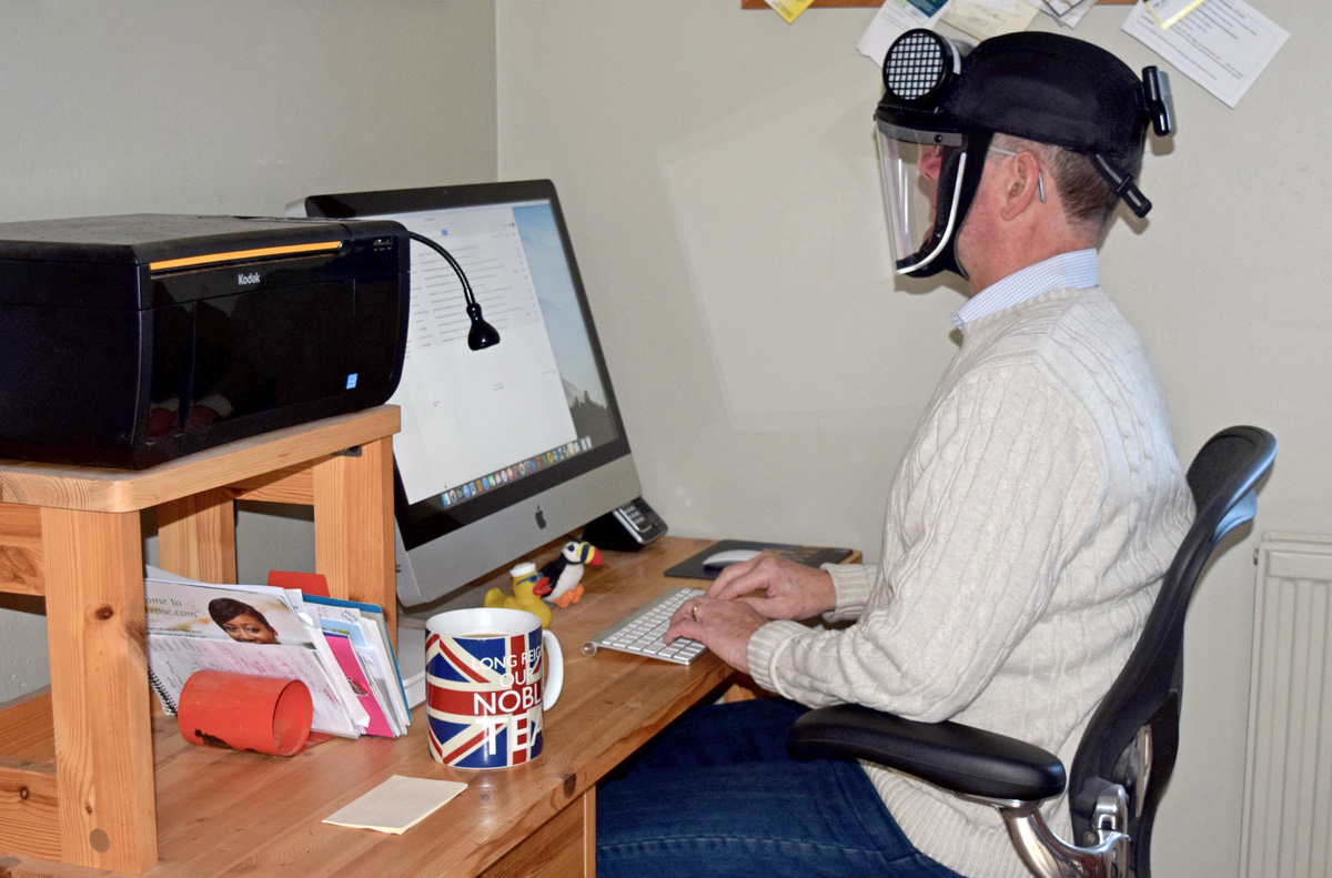 Typing-at-the-computer-with-the-APF-10-Evolution-Respirator