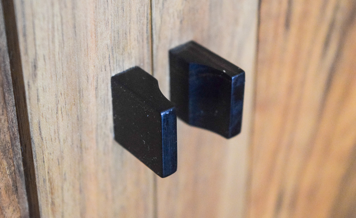 Small handles in Indian ebony