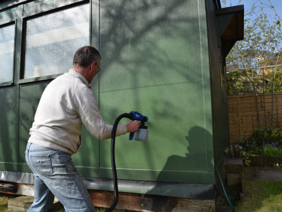 Using the spray gun