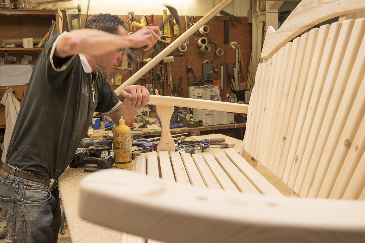 Building a swinging bench