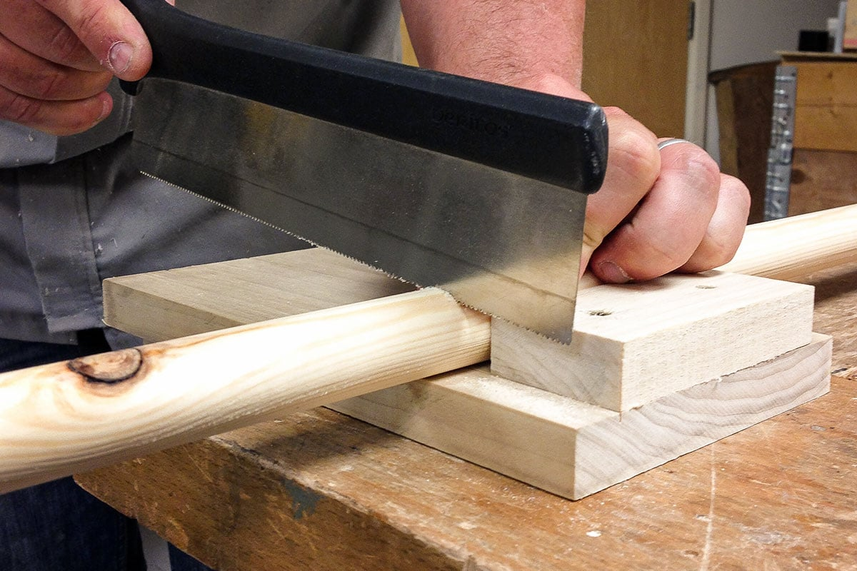 Cutting dowels to length