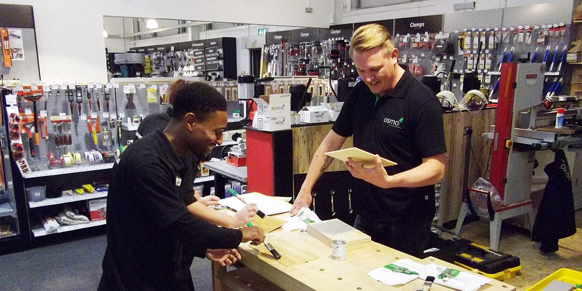 Michael demonstrating Osmo to Andre