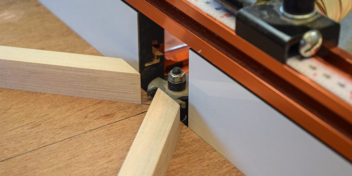 Jig against the router fence