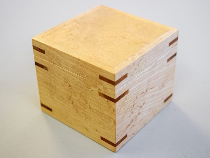 Box with splines
